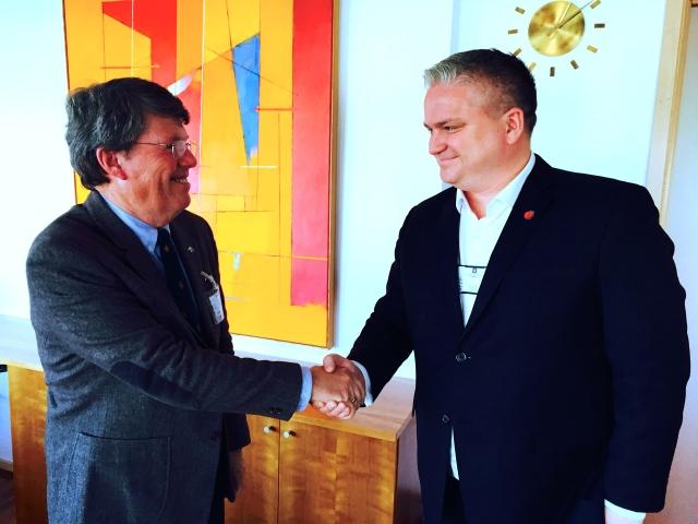 AOPA-president Torkel Hasle i møte med statssekretær Tom Cato Karlsen ( FrP ).